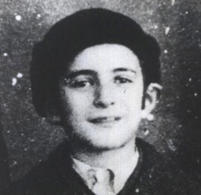 elie-wiesel-beret-1943